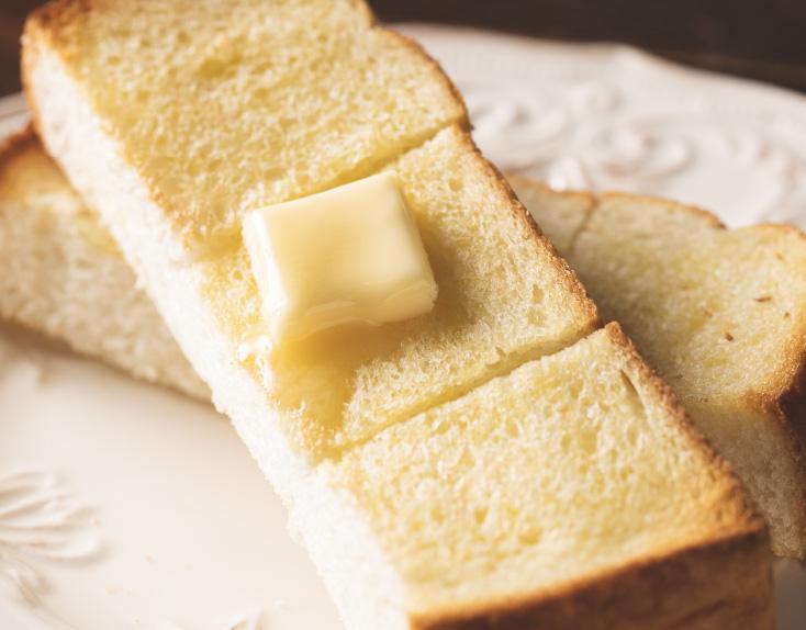 焼きたて厚切りバタートースト